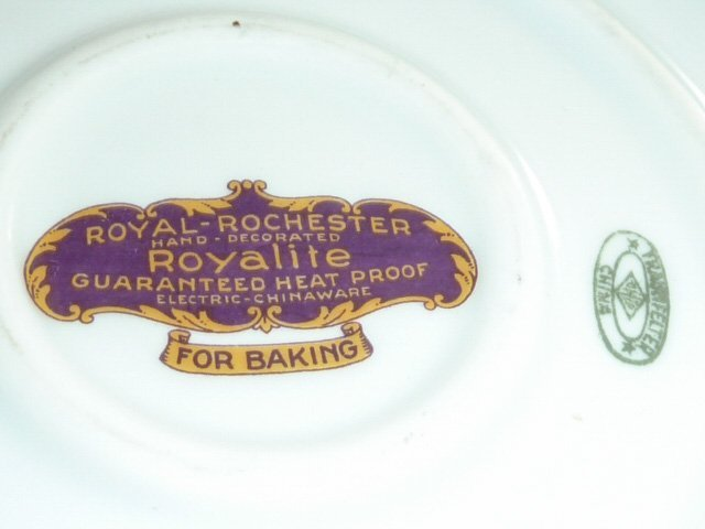 ROYAL ROCHESTER MODERNISTIC PIE PLATE & CASSEROLE - 8