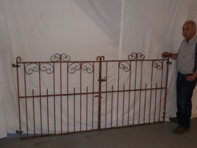 EARLY 20TH C. ORNATE IRON GATES CURLED DECORATION - 6
