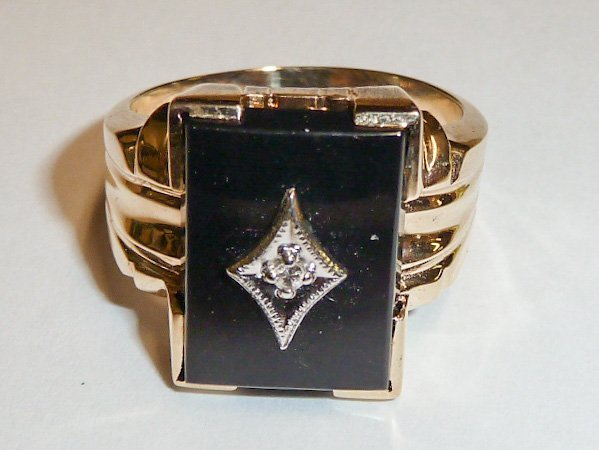 14KT YELLOW GOLD VINTAGE MEN'S RING ONYX AND DIAMOND