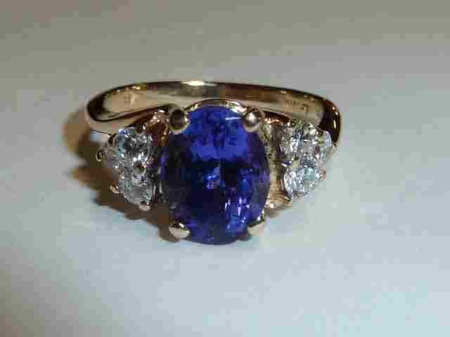 14KT GOLD LADIES OVAL CUT TANZANITE RING & DIAMONDS