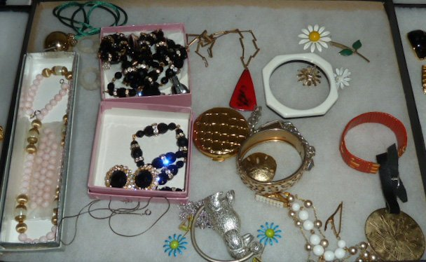 Vintage Designer Costume Jewelry 100+ pieces - 6