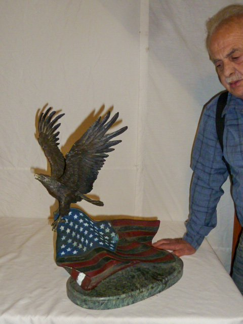Signed Renzo Bronze  Eagle w/ Flag Sculpture - 8