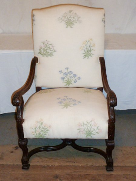 C1940 CARVED WOOD ARM CHAIR FLORAL FABRIC