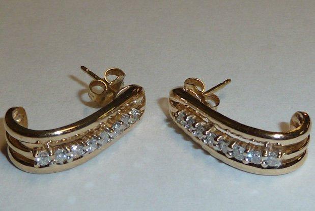 PAIR OF 14KT LADIES DIAMOND EARRINGS