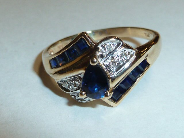14KT GOLD RING W/ DIAMOND & PEAR SHAPED SAPPHIRE