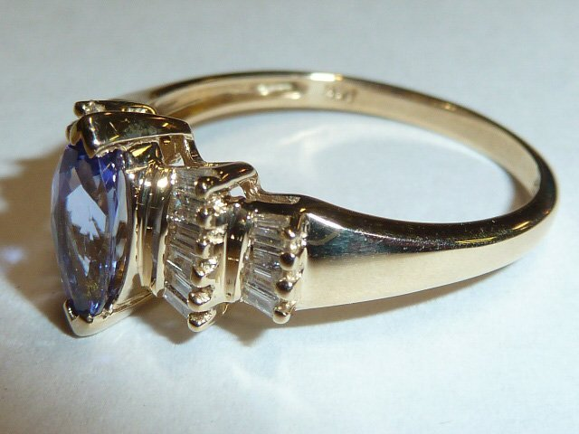 14KT GOLD RING WITH TANZANITE AND DIAMONDS - 2