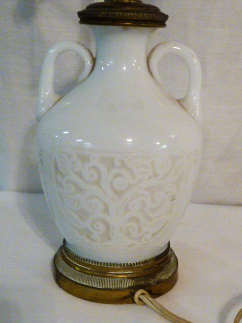 EARLY CHINESE EMBOSSED GLASS ACCENT LAMP - 4