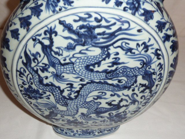 CHINESE BLUE & WHITE VESSEL WITH DRAGON MOTIF - 4