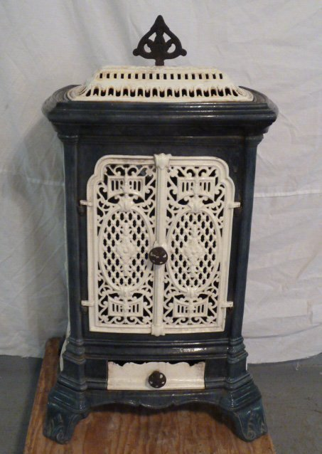 C1900 ORNATE PORCELAIN OVER CAST IRON WOOD STOVE - 3