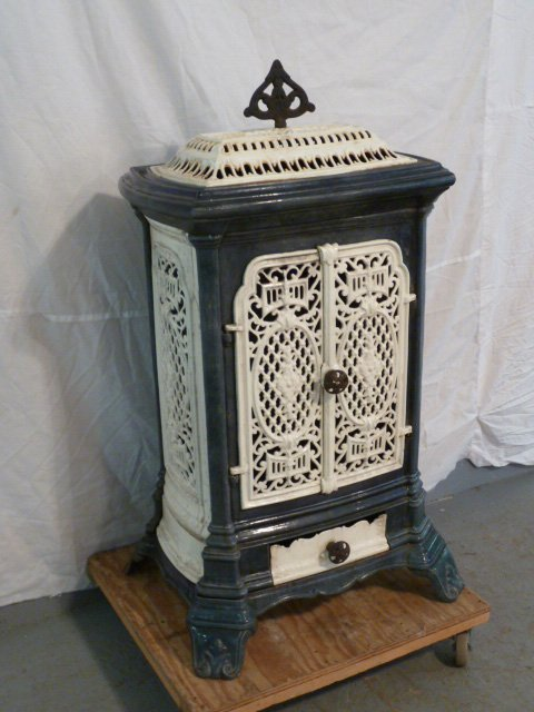 C1900 ORNATE PORCELAIN OVER CAST IRON WOOD STOVE - 4