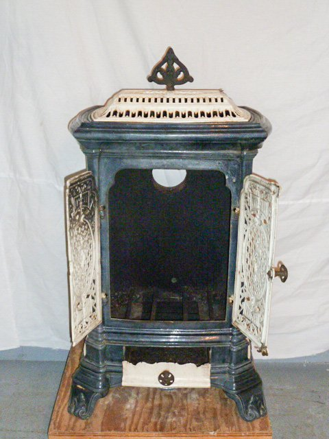 C1900 ORNATE PORCELAIN OVER CAST IRON WOOD STOVE - 5