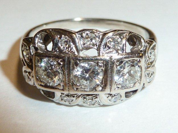 14KT ANTIQUE DIAMOND RING W/ 3 DIAMONDS IN CENTER