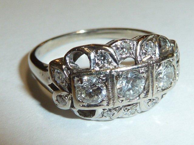 14KT ANTIQUE DIAMOND RING W/ 3 DIAMONDS IN CENTER - 3