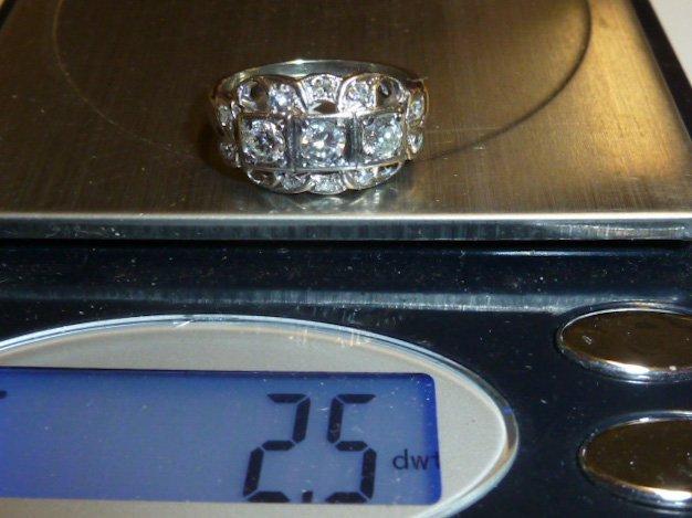14KT ANTIQUE DIAMOND RING W/ 3 DIAMONDS IN CENTER - 4