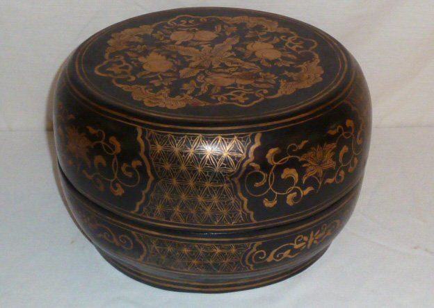 JAPANESE LACQUERED LIDDED BOX