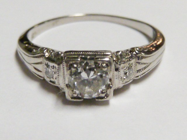 ART DECO 3 DIAMOND RING SET IN PLATINUM RING