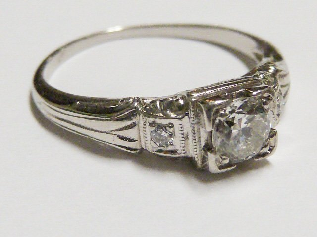 ART DECO 3 DIAMOND RING SET IN PLATINUM RING - 2