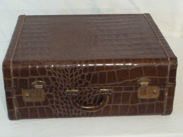 VINTAGE ALLIGATOR SUITCASE ORIGINAL INTERIOR