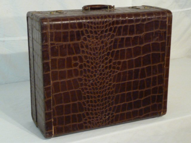 VINTAGE ALLIGATOR SUITCASE ORIGINAL INTERIOR - 4