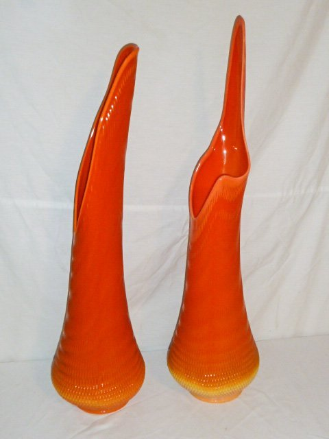 PR OF MID-CENTURY TWO COLOR ART GLASS VASES - 7