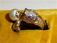 14KT GOLD WOMANS RING FISH WITH DANGLING PEARL