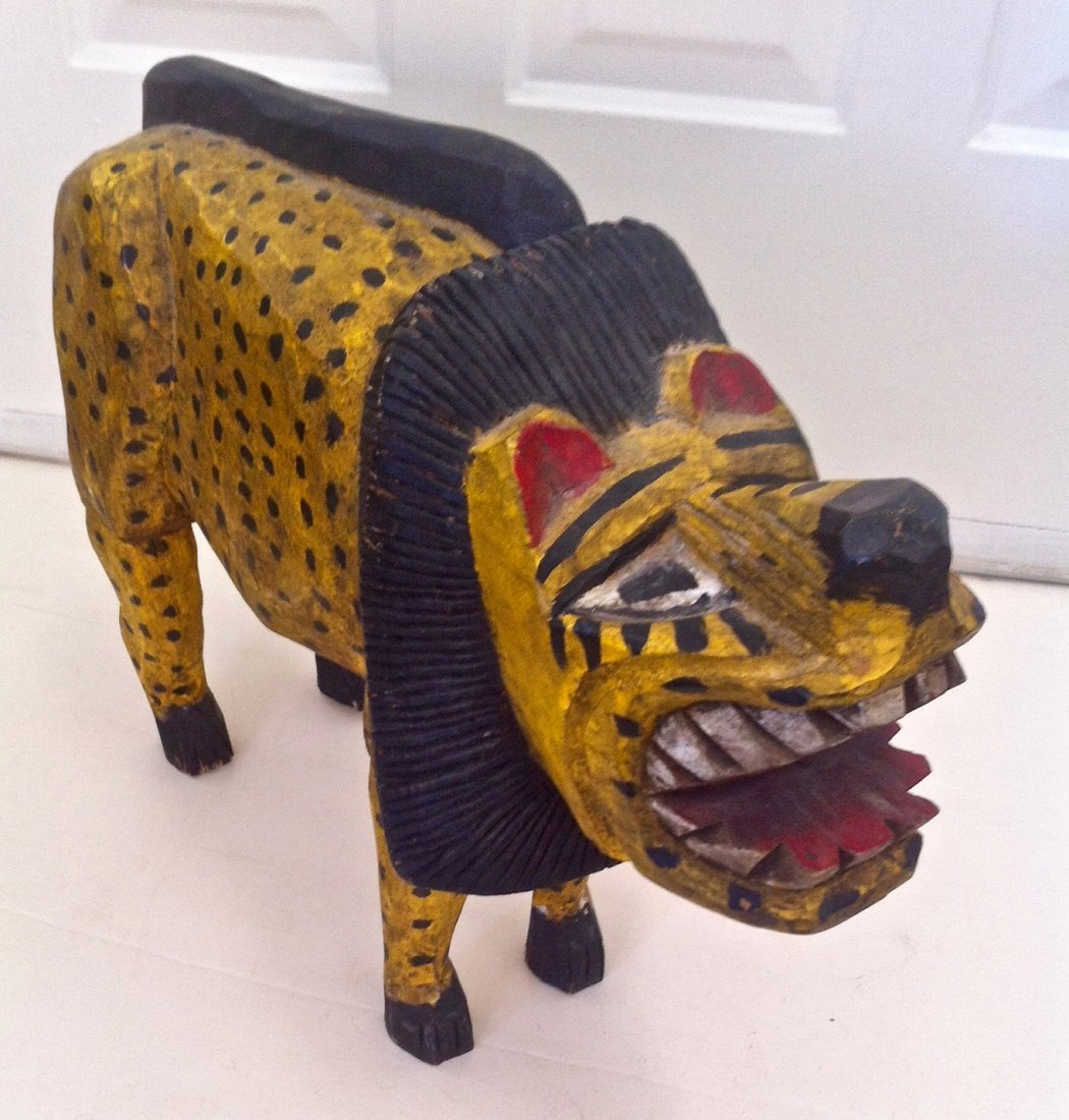 """Folk Art Hand Carved Painted Lion 15.60"""" x 12.6"""""""