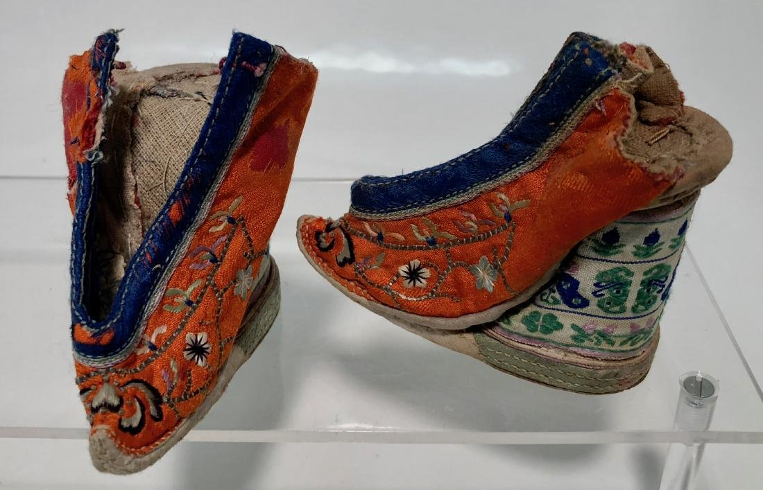 Chinese Embroidered Silk Shoes & Panels, 19th Century - 3