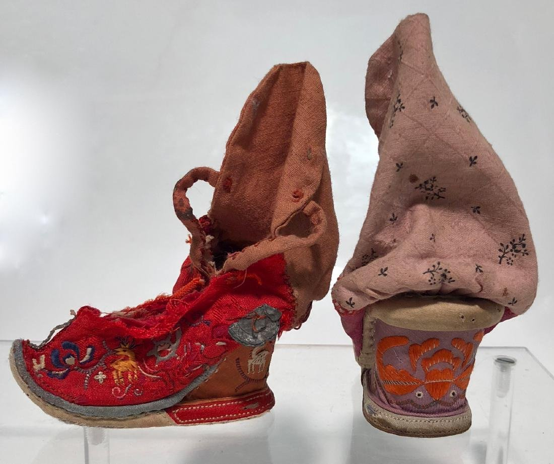 Chinese Embroidered Silk Shoes & Panels, 19th Century - 4