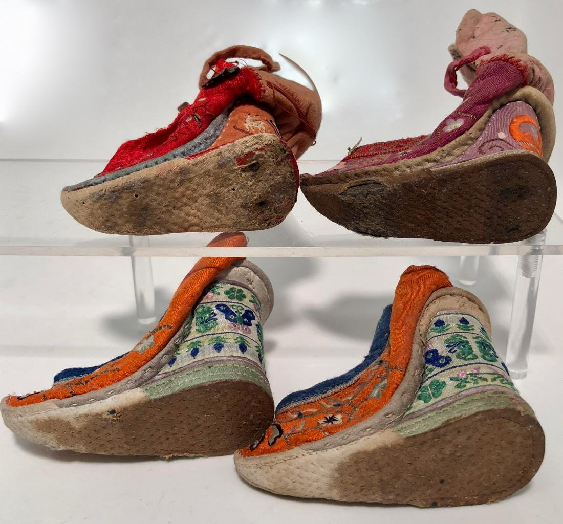 Chinese Embroidered Silk Shoes & Panels, 19th Century - 5