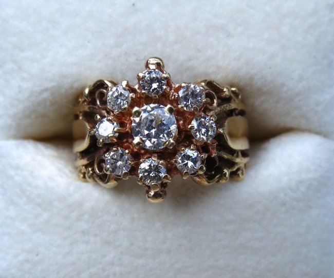 Ladies 14kt  Yellow Gold & 1.10ctw Diamond Ring