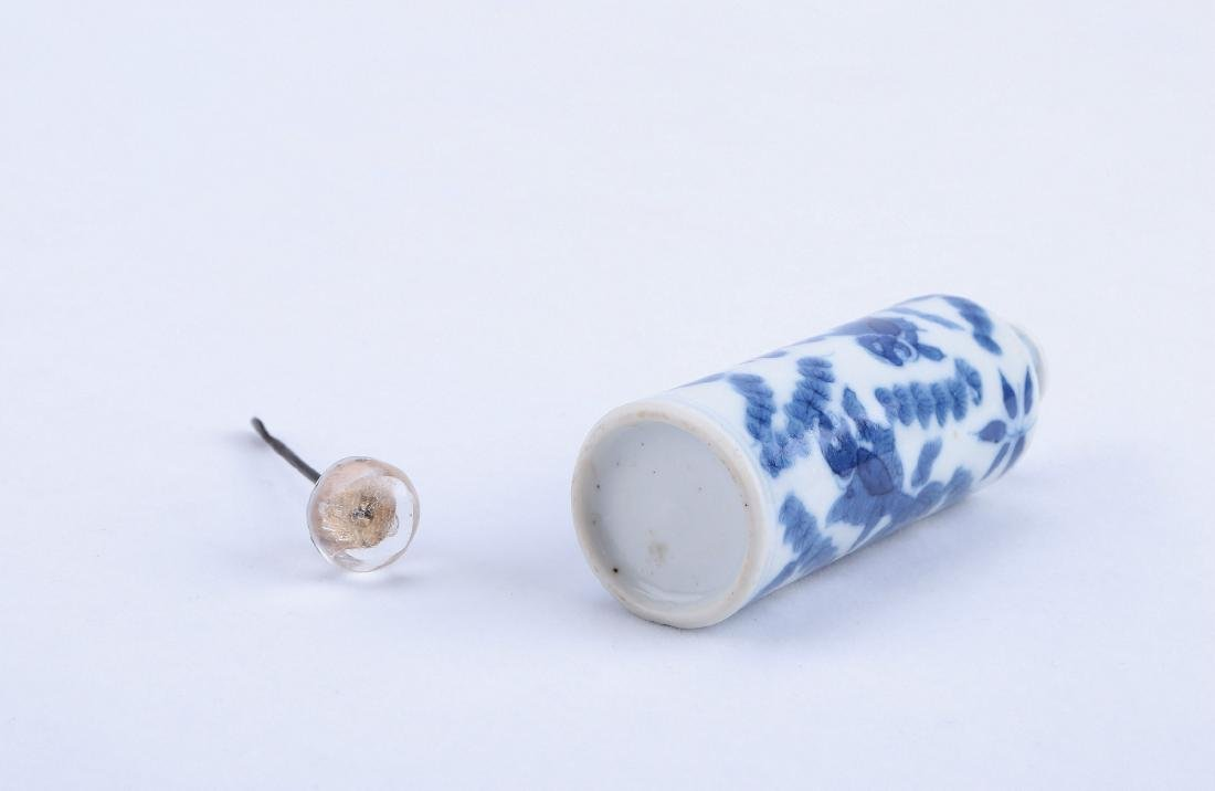 A Chinese Blue and White Porcelain Snuff Bottle - 5