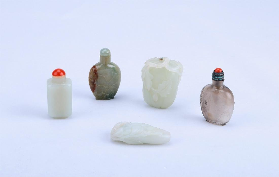 A Set of Five Pieces Chinese Snuff Bottle