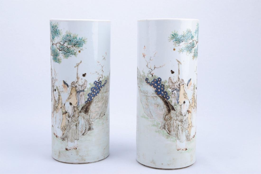 A Pair of Chinese Qianjiang Porcelain Hat Stands - 3