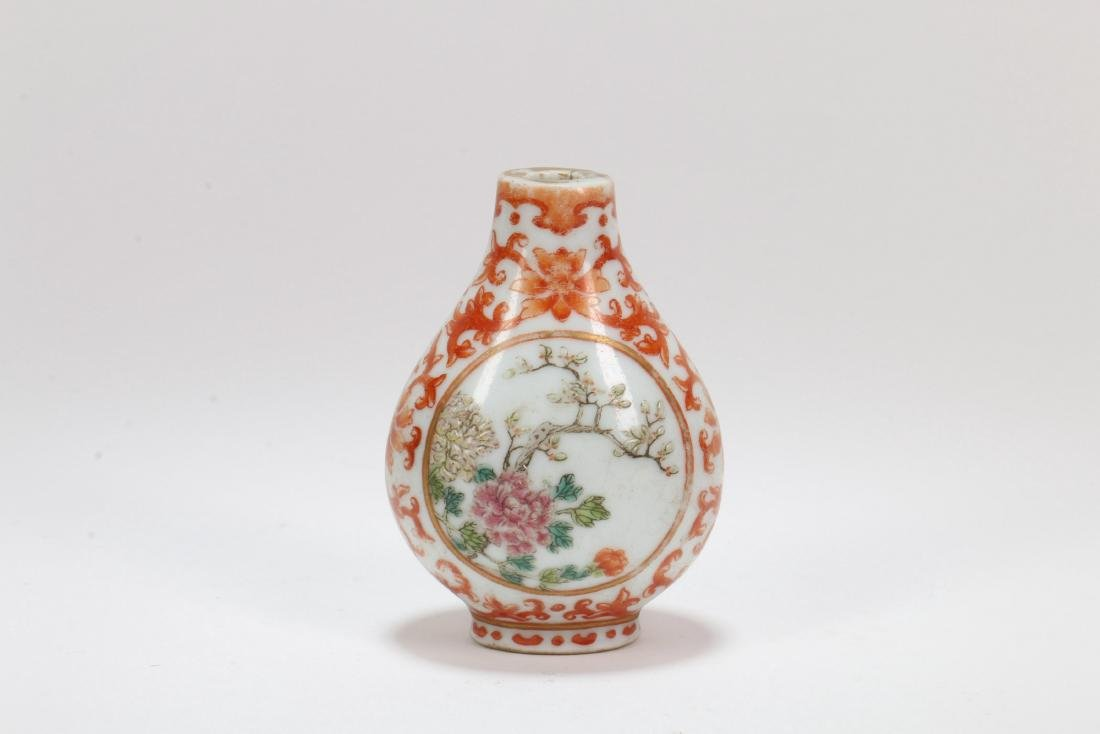 A Chinese Porcelain Snuff Bottle
