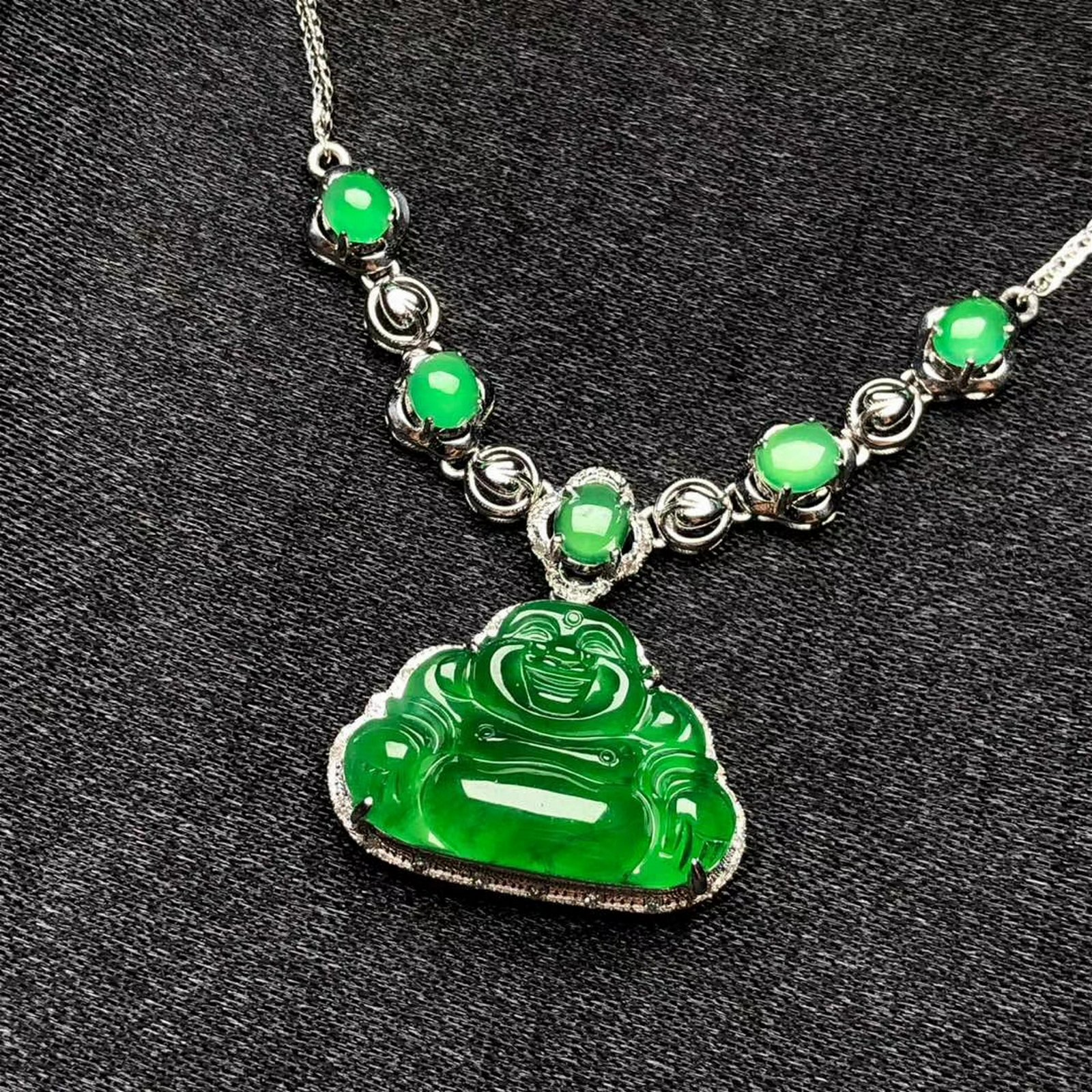 A Chinese 18K Gold Necklace with Carved Jadeite Buddha
