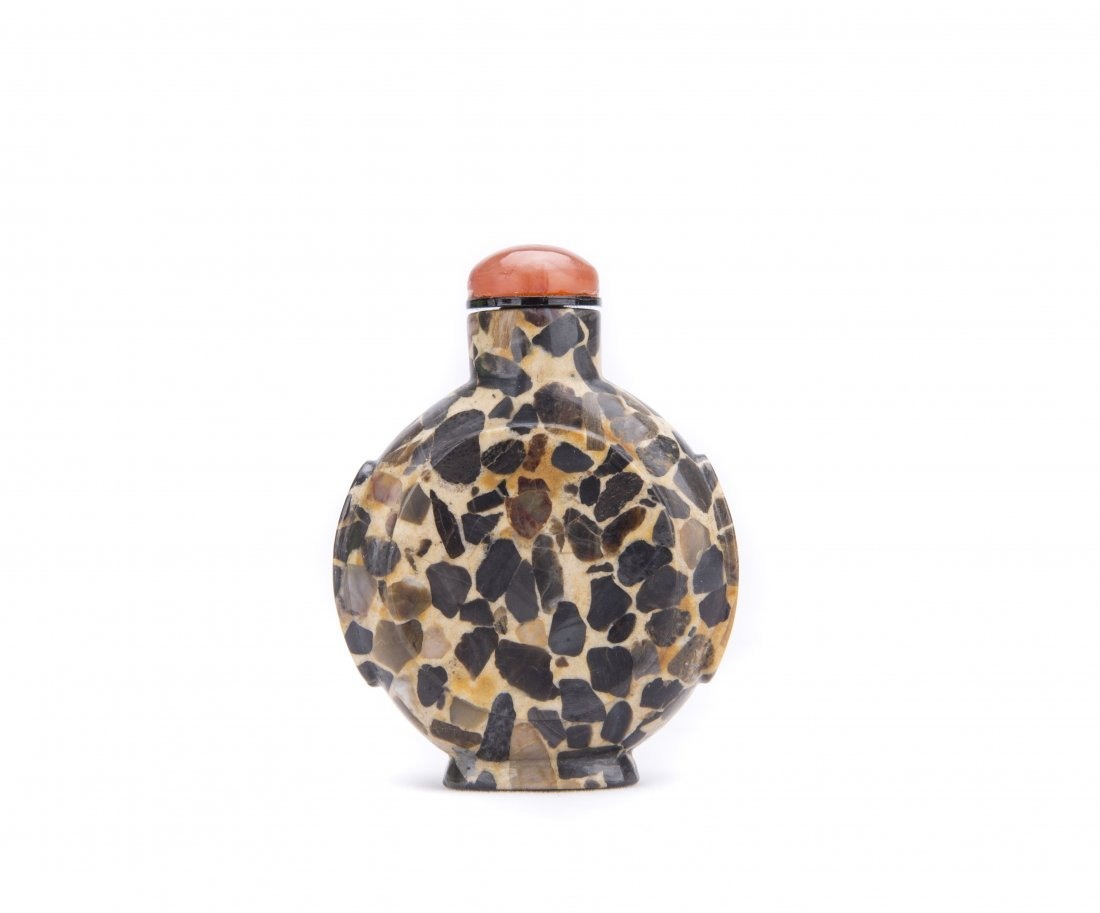 A PUDDING STONE SNUFF BOTTLE
