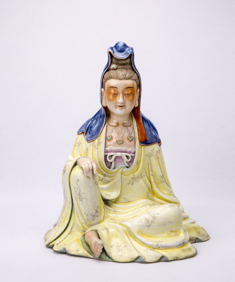 Chinese Famille-Rose Porcelain Figure Statue of seated