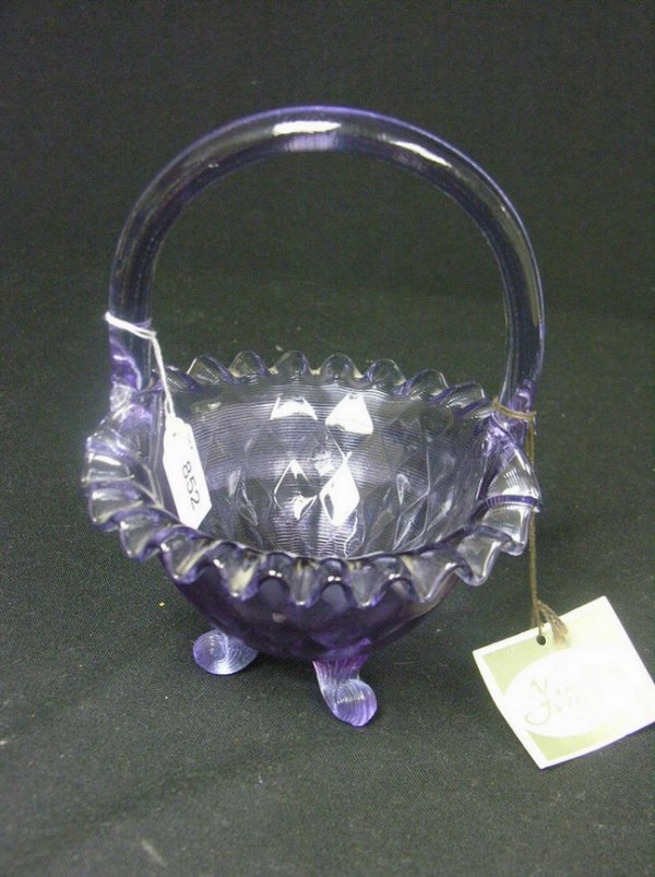 852: FENTON ART GLASS BASKET