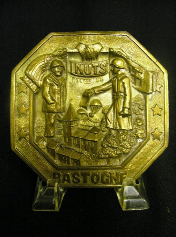 1071: WWII U.S. AIRBORNE BASTOGNE NUTS WALL PLAQUE