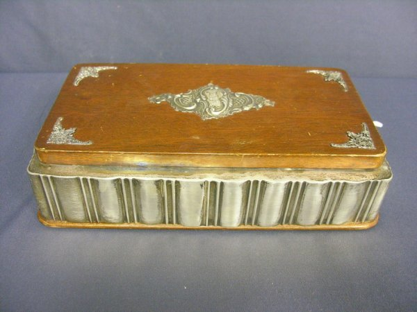 1006: STERLING AND WOOD DRESSER BOX