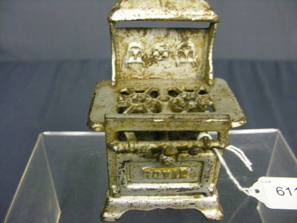 611: CAST IRON ROYAL TOY STOVE