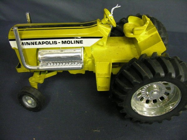 881: ERTL MINNEAPOLIS MOLINE TOY TRACTOR