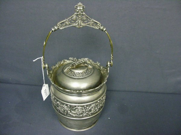 1011: REED AND BARTON SILVER PLATE BISCUIT JAR
