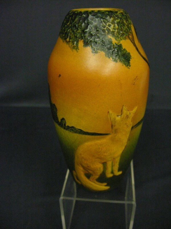 3022: VINTAGE FOX AND RAVEN POTTERY VASE