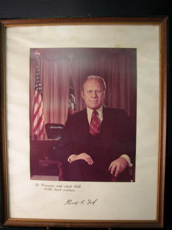 4139: PRESIDENT GERALD FORD AUTOGRAPHED PHOTO