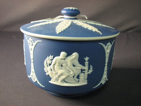 4502: WEDGWOOD JASPERWARE LIDDED BOX