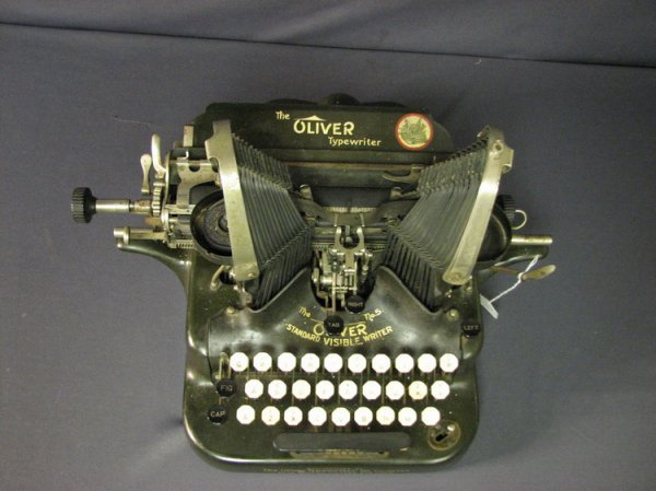 4570: VINTAGE OLIVER TYPEWRITER NO. 5 - 2