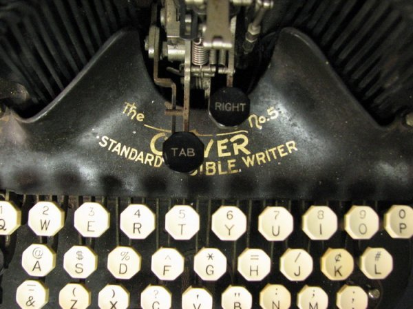 4570: VINTAGE OLIVER TYPEWRITER NO. 5 - 4