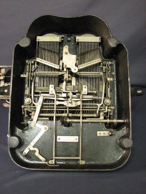 4570: VINTAGE OLIVER TYPEWRITER NO. 5 - 9