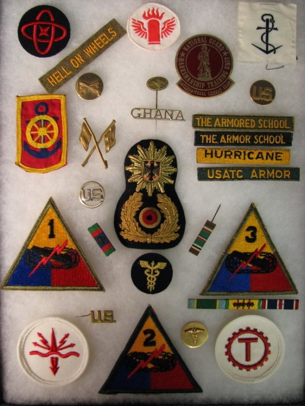 5016: MILITARY PATCHES AND INSIGNIAS